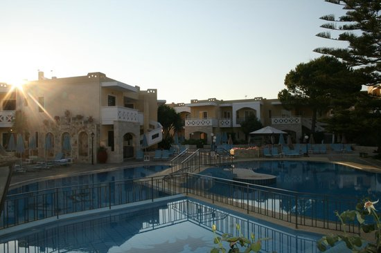 Kastalia Village & Saint Nikolas Hotel: The pool area around 6 a.m.
