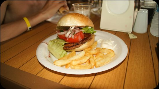 Beach Club Doganay: selvlavet burger