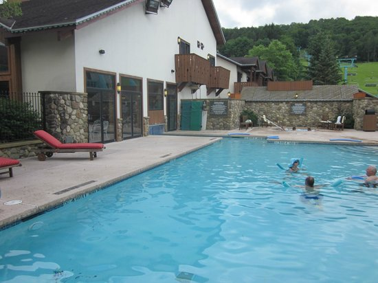 Inn at Holiday Valley: indoor/outdoor pool