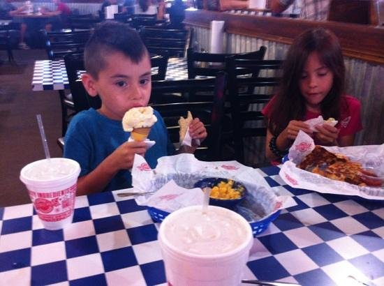 We never miss a trip to Fuddruckers when we visit Grapevine! Always a great experience.