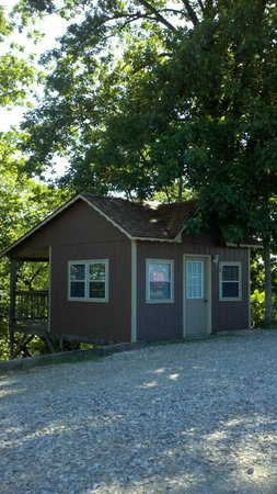 Roseland Resort & Campground: This was our Jr Deluxe Cabin