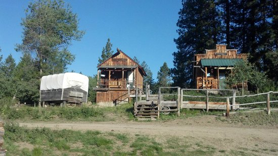 4D Longhorn Guest Ranch: Two of the smaller but many individual living quarters