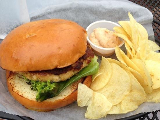 Fishbones Bar & Grille: Crab Cake Sandwich