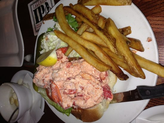 Liam Maguire's Irish Pub: Best lobster roll on the Cape!!