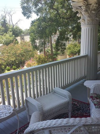 Eva's Escape at the Gardenia Inn: The view from the upper verandah