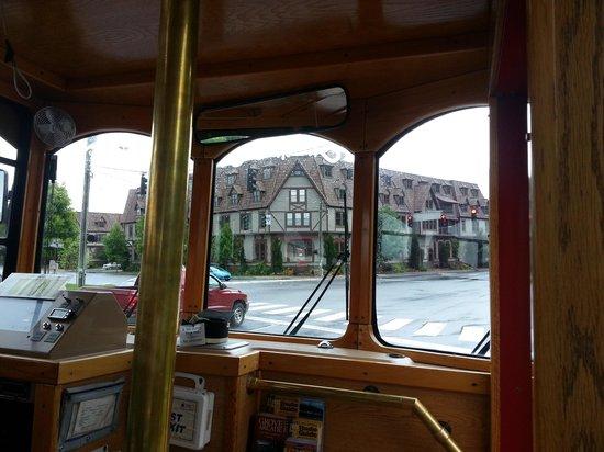 Gray Line Trolley Tours: Biltmore Village