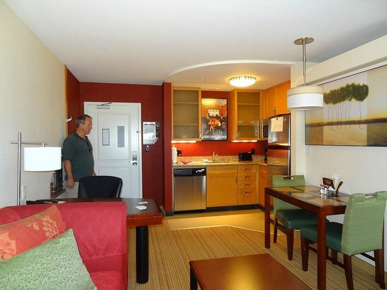 Residence Inn San Diego North/San Marcos: Super Clean and tastefully decorated!