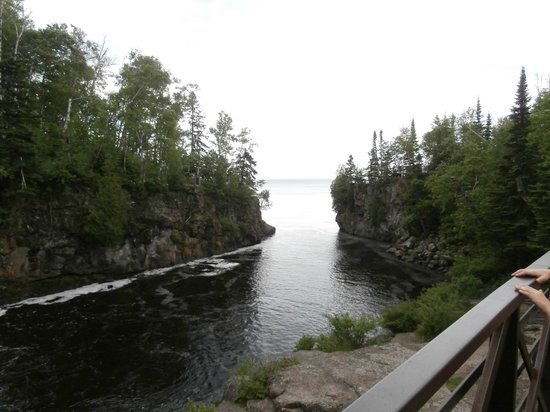 Temperance River State Park: Temperance River entering Lake Superior