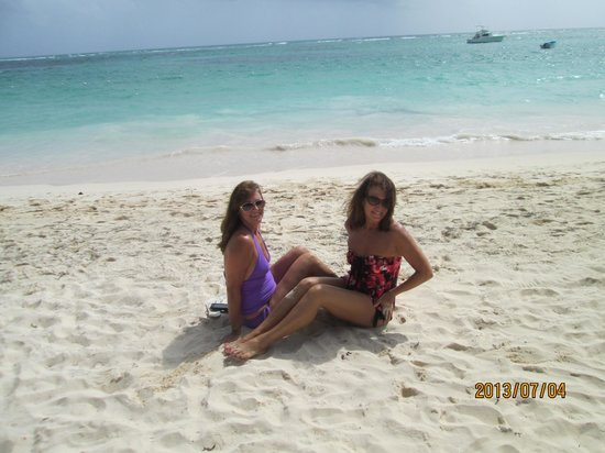 The Royal Suites Turquesa by Palladium: My sister and I at the beautiful beach!