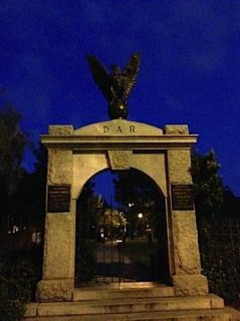 Southern Strolls: Colonial Park Cemetery