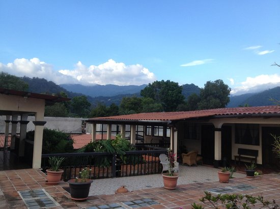 Hotel Las Camelias Inn : Upstairs Terrace