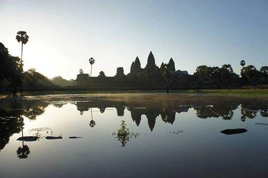 Central Prestige D'Angkor: angkor wat during sunrise