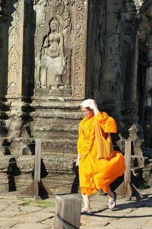Central Prestige D'Angkor: sunset at pnohm bakheng