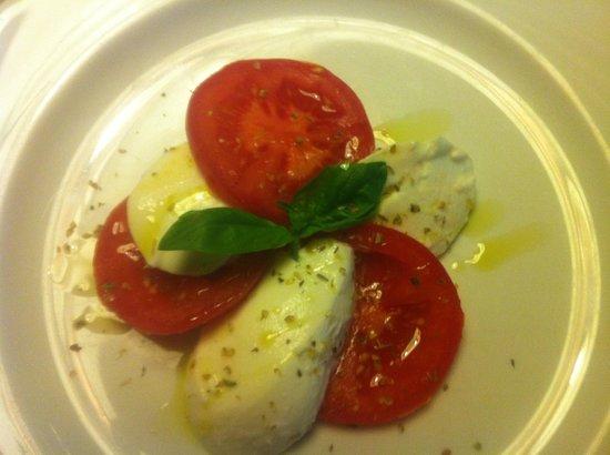 Hotel Condor: Fresh tomatoes, basil, mozarella -- perfect appetizer