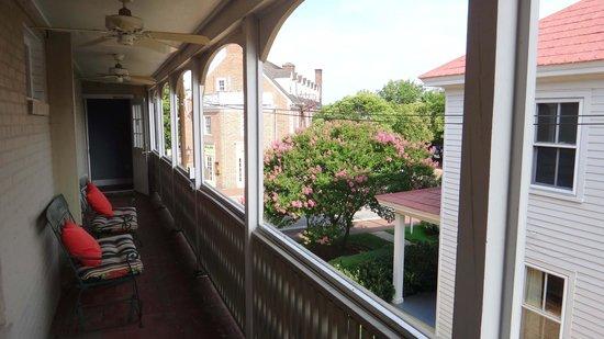 Fife & Drum Inn: Balcony