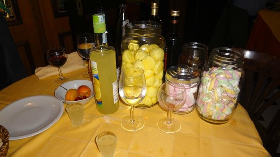 L'Immagine Ristorante Bistrot : All the free candy and limoncello you could want!