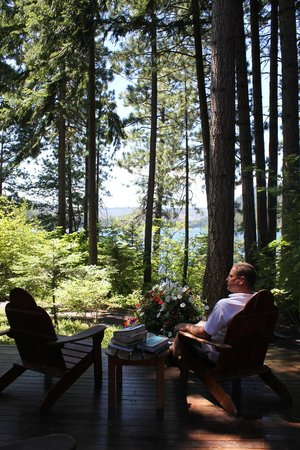 The Lodge at Suttle Lake: On the lake