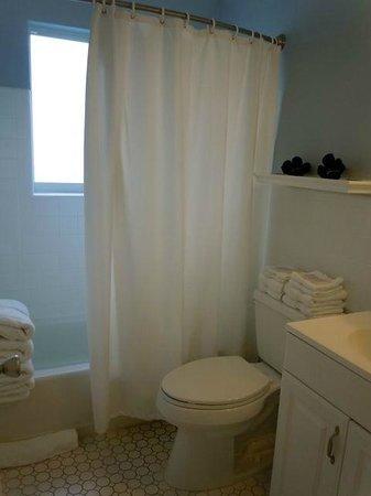 Beachside Village Resort: Bathroom
