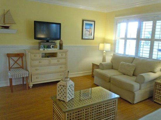 Beachside Village Resort : Living room