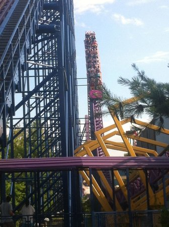 Six Flags New England: Bizarro train coming in fast, after a huge gap of AIR TIME