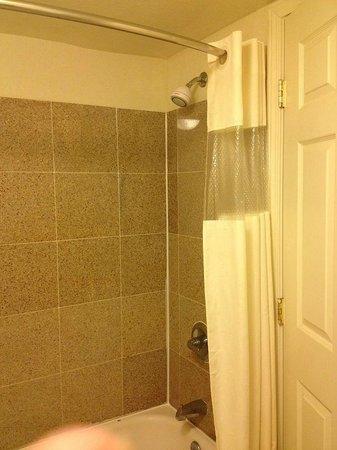 Knights Inn Salina : Shower