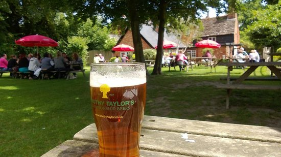 Horsham, UK: Perfect beer garden.