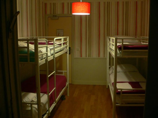 Perfect Hotel & Hostel: bunk beds & door