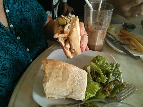 Zacatelimon: chicken/avocado sandwich (for mommy)