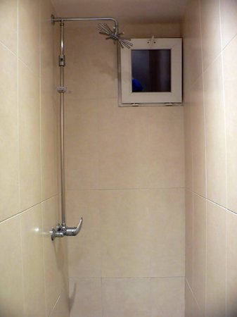 Perfect Hotel & Hostel: shower of the floor