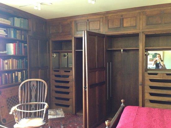 Salisbury House : Incredible closets