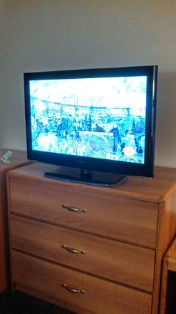 Comfort Inn & Suites Madison Airport: The room TV