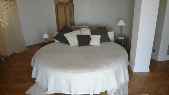 Domaine Pins Paul : Comfy bed in Cap Ferrat