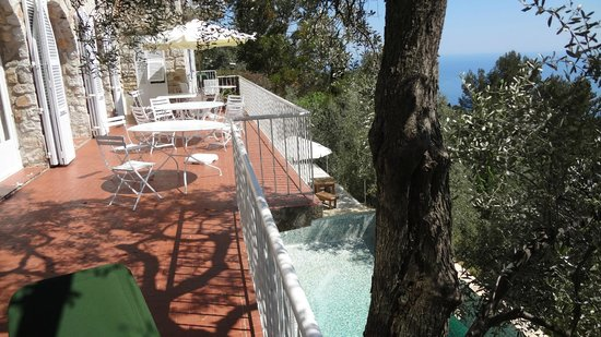 Domaine Pins Paul : Gorgeous deck with sweeping views of the Mediterranean
