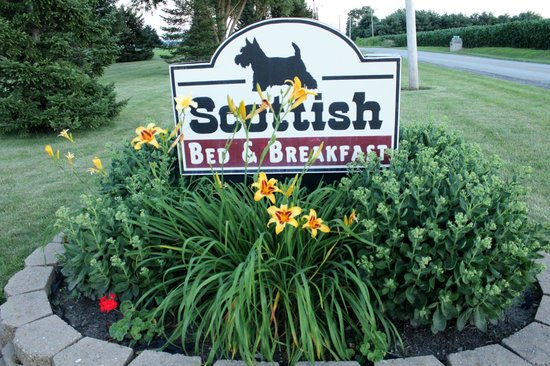 Scottish Bed & Breakfast: Sign of the B&B