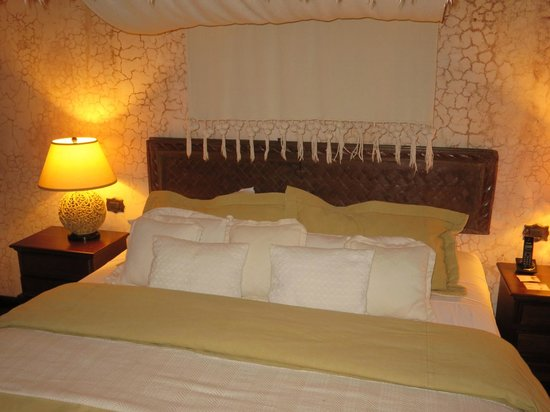 El Convento Boutique Hotel : King Size Bed in Suite room