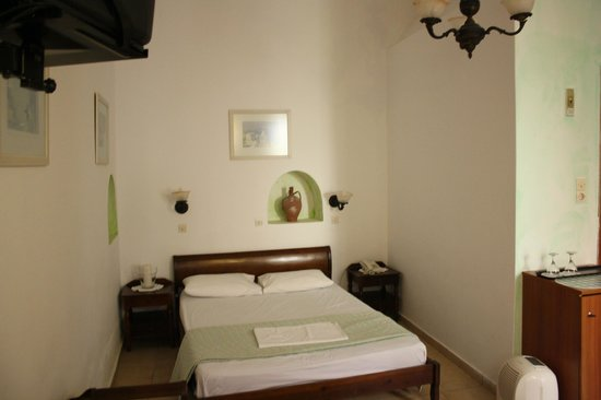 Hotel Kavalari: Double room on lower level