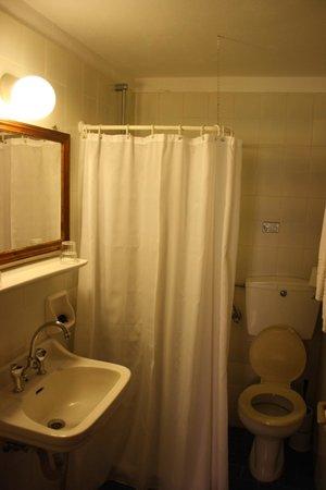 Hotel Kavalari: Bathroom in double room