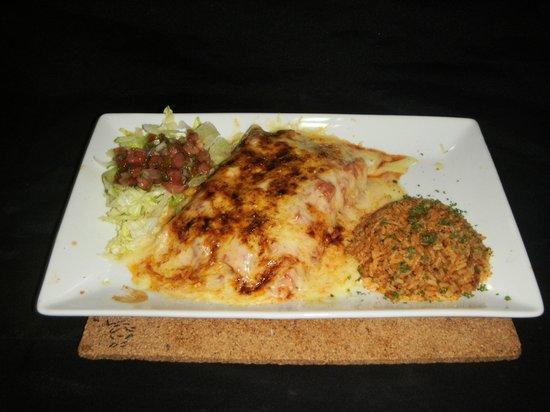 Don Anibal Restaurante Col-Mex : Enchiladas Mixtas Gratinadas (pollo.carne molida y desmechada)