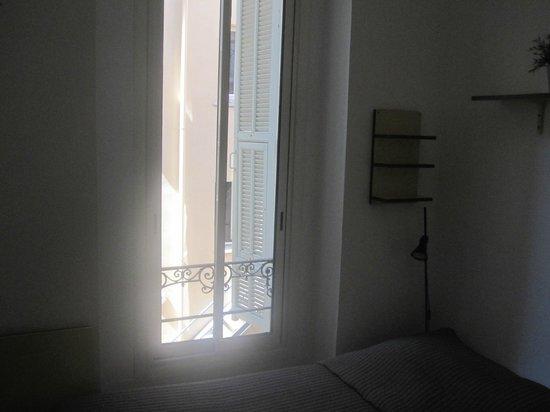 Hotel du Petit Louvre: View outside