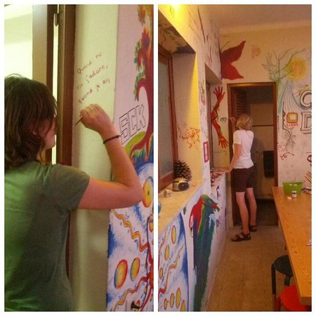 Braga POP Hostel: Painting the hostel walls with other guests