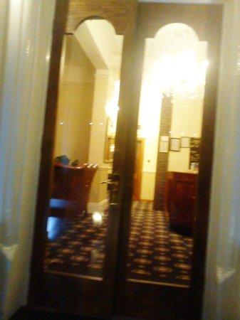 The Kensington Hotel : Entrance