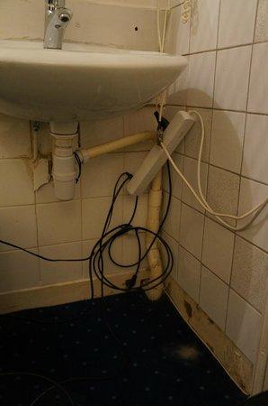 Amsterdam Waterfront Hotel: Hygiène et sécurité du lavabo dans la chambre...