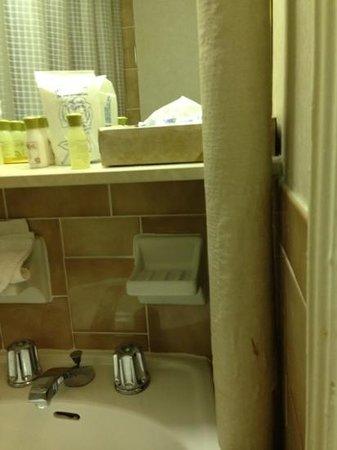 Wellington Hotel: nos banheiros, velhos e mau cheiro e uns misteriosos canos...