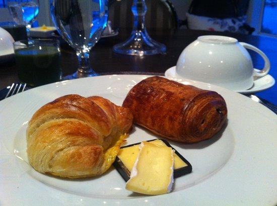 Black Swan Lakeside Boutique Hotel: Best croissants