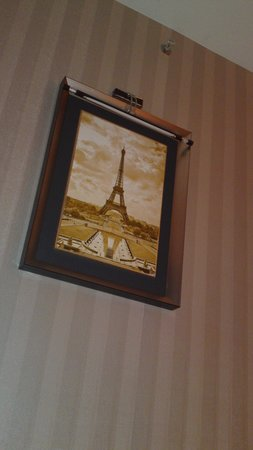 "Pariss Hotel : The only ""Paris"" in this hotel is this portrait..."