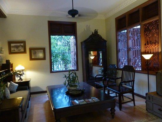 La Villa Coloniale: The lovely foyer