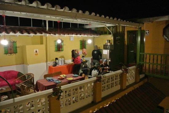 Dragonfly Hostels Cusco : une pièce pleine de vie