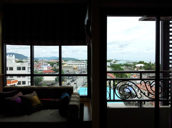 Chalelarn Hotel Hua Hin: Nice little area that looks out to the city and a little sea view