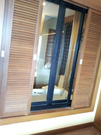 Chalelarn Hotel Hua Hin: You can open up the bathroom into the bedroom