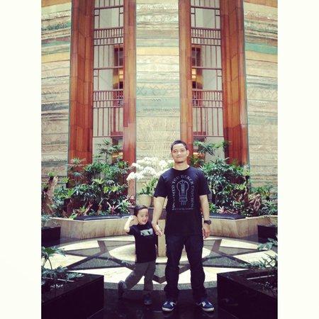 Aryaduta Bandung: the lobby garden
